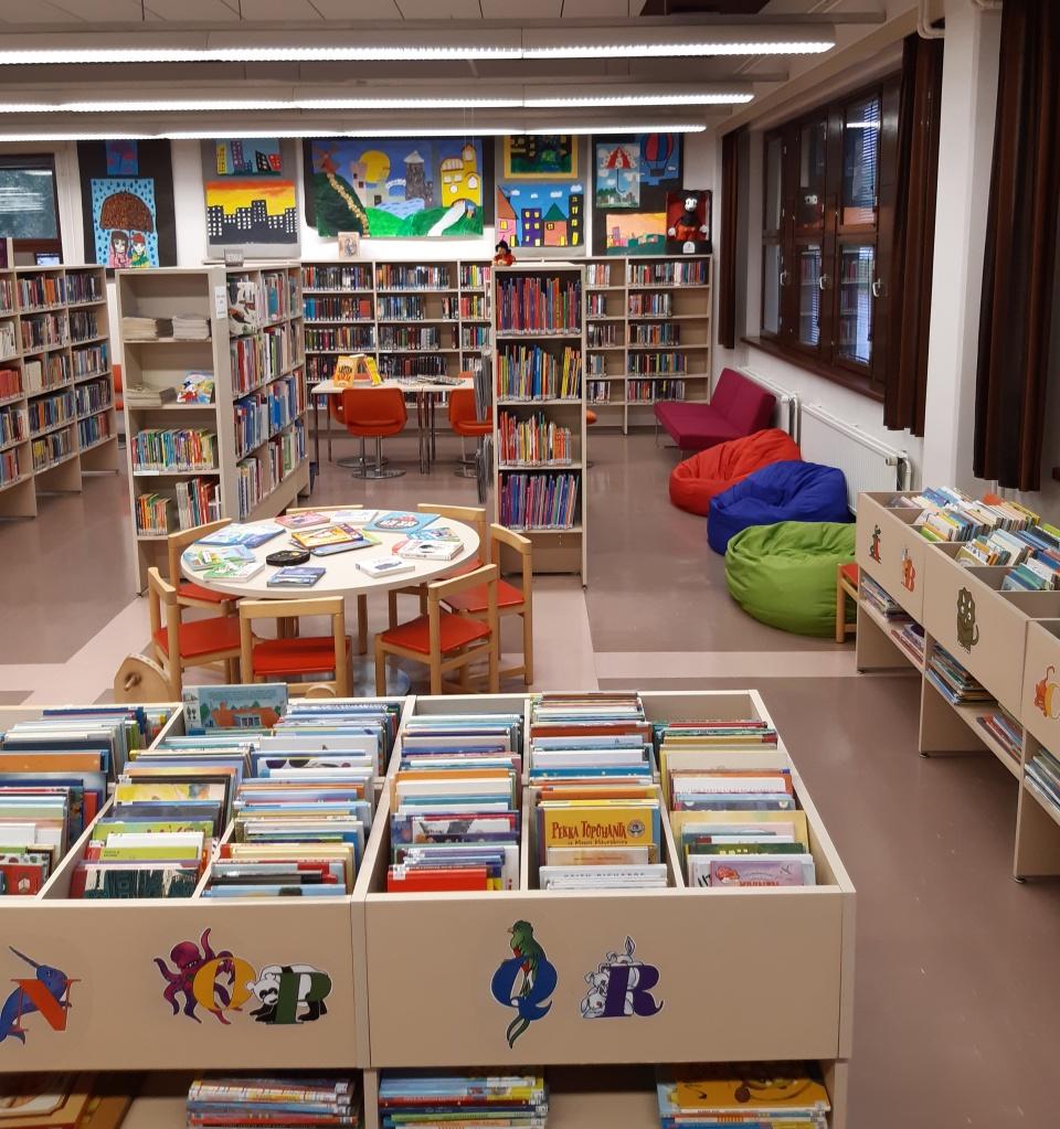 Kuva kirjaston lastenosastosta