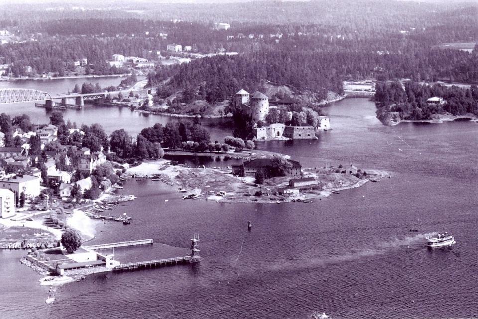 Vanha maisema Riihisaaren ympäristöstä.